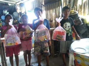 These young orphaned children are the recipients of school supplies through Cristina's ministry to the poor. Schools are not offering in-class instruction due to Covid-19 and classes must be taken via televised coursework. However these children (and many others) have no electricity or television.